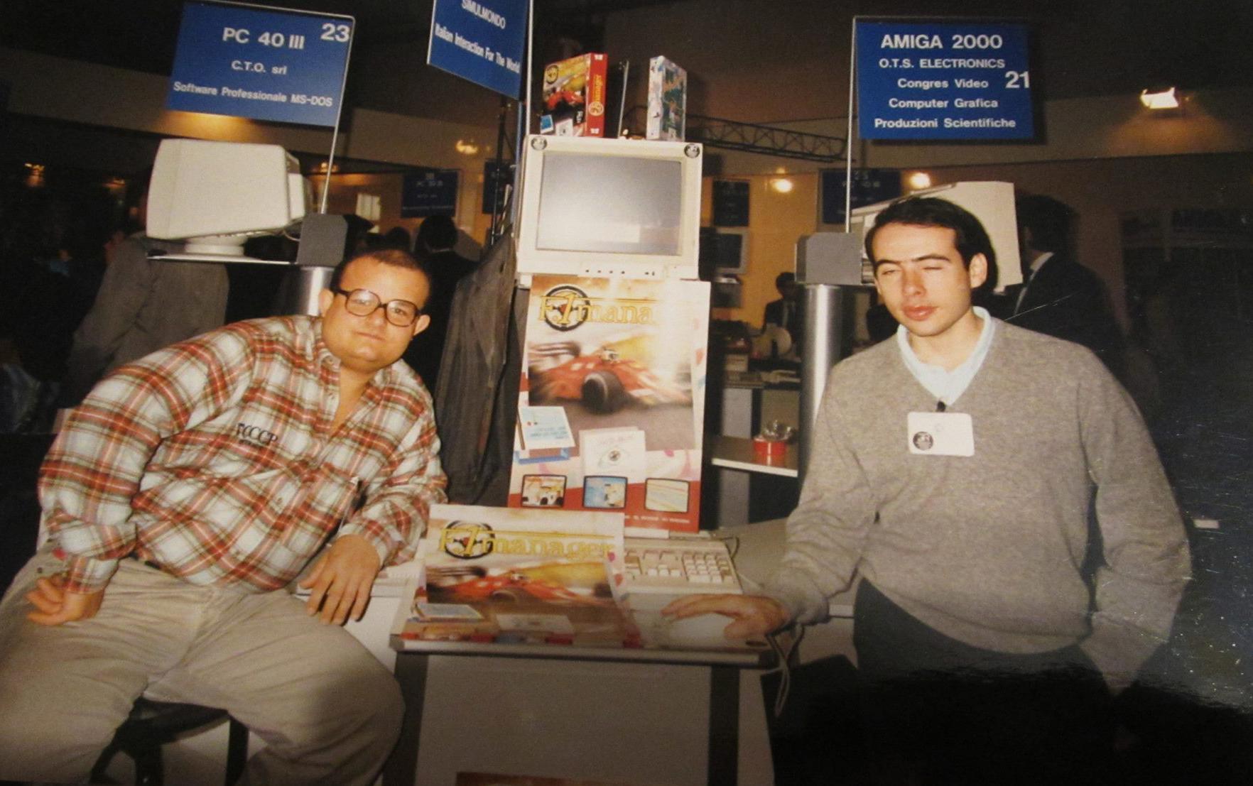 """Il primo stand Simulmondo allo SMAU di Milano, attorno al 1990. Federico Croci è quello sulla sinistra (in giro da qualche parte c'ero pure io, in versione """"bambino con le manine pacioccose"""")."""