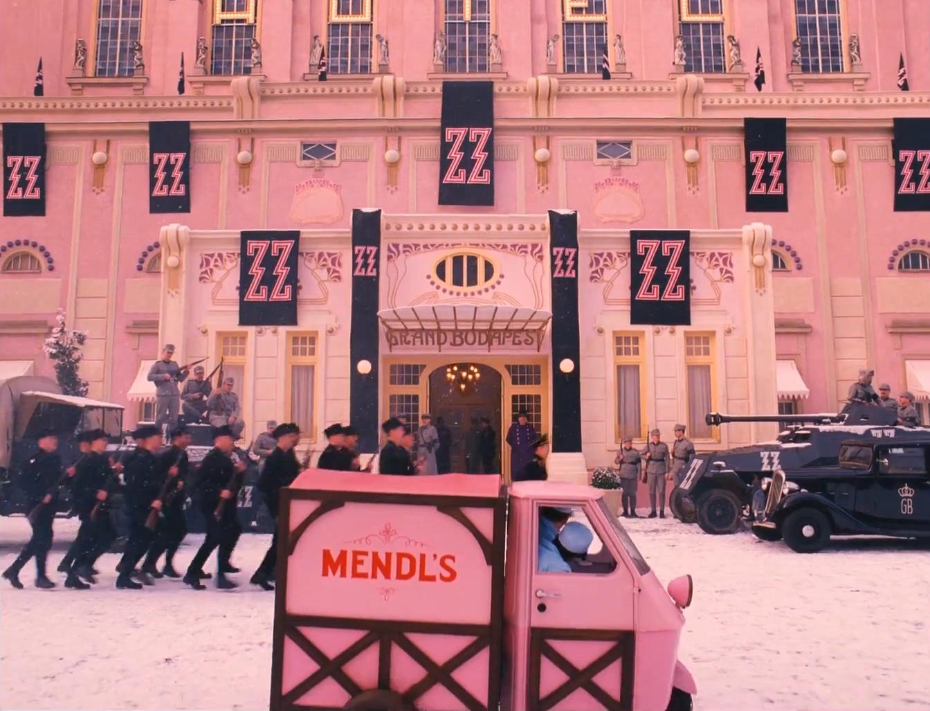 Il gusto per le composizioni ordinate accompagna il cinema di Wes Anderson da sempre. Tuttavia, negli ultimi film ho notato un'accelerata.