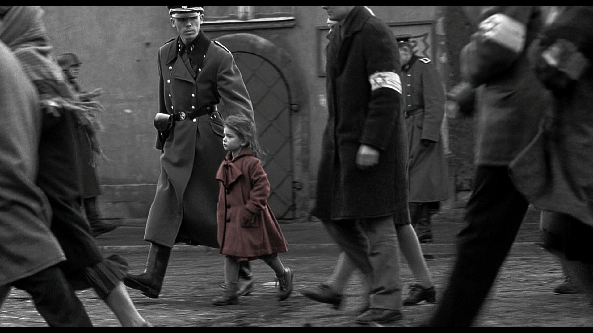 Proprio come in  Schindler's List , l'utilizzo del colore rosso assume un significato simbolico anche in seno a  My Memory of Us .