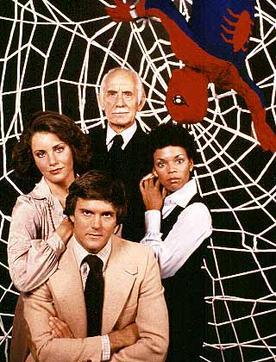 Il cast, uscito da una telenovela per massaie.