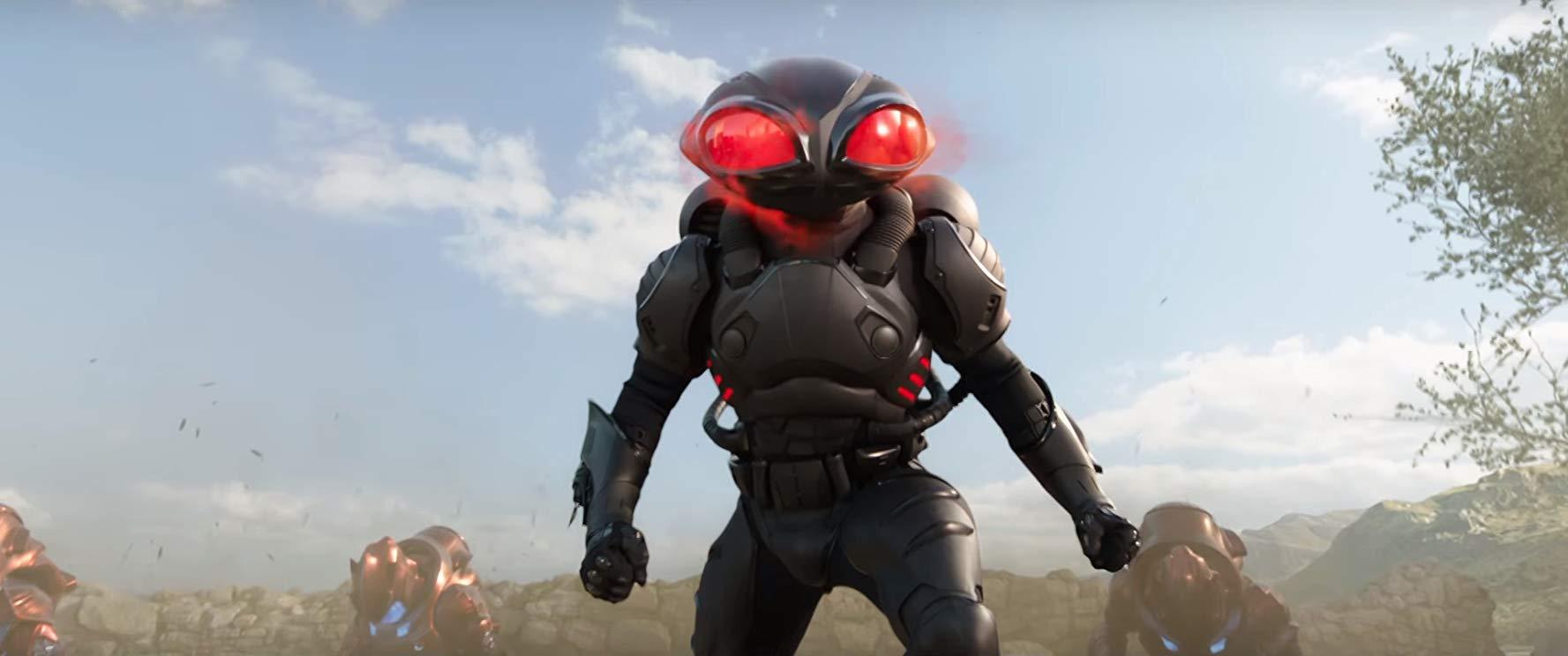 """Figo, ma la battle suit """"tokusatsu"""" di Manta è senza senso."""