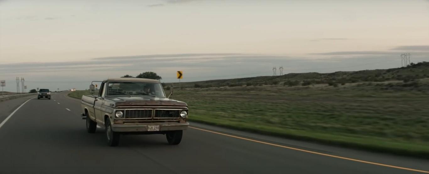 Eastwood, impegnato a guidare e a celebrare l'America che piace a lui.
