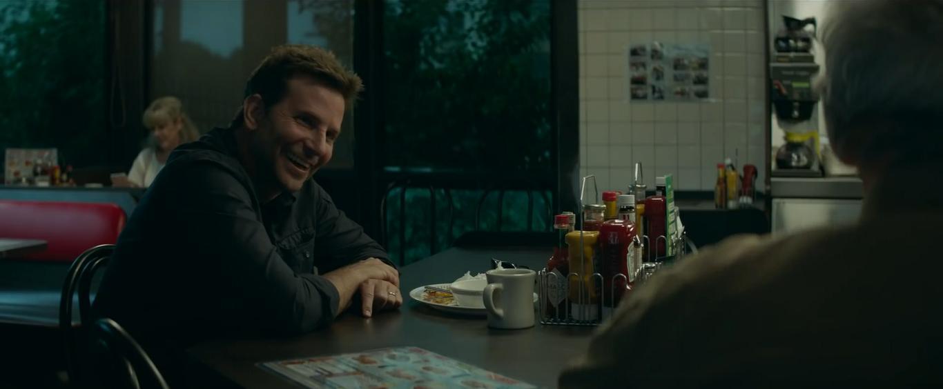 Bradley Cooper interpreta l'agente Colin Bates. L'attore era già stato diretto da Eastwood in   American Sniper  .