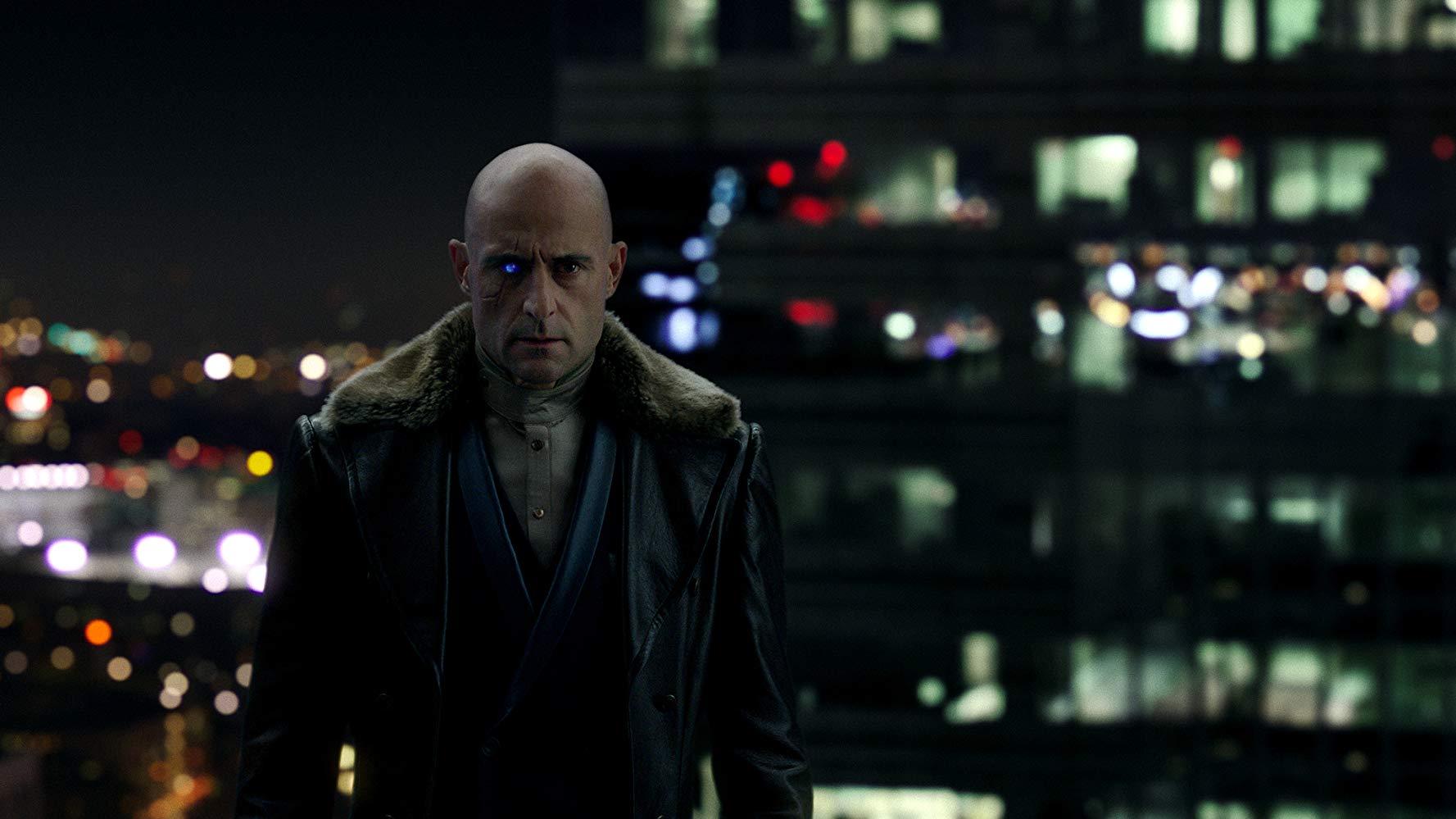 Mark Strong se la cava bene nel ruolo del villain e forse avrebbe meritato più respiro.