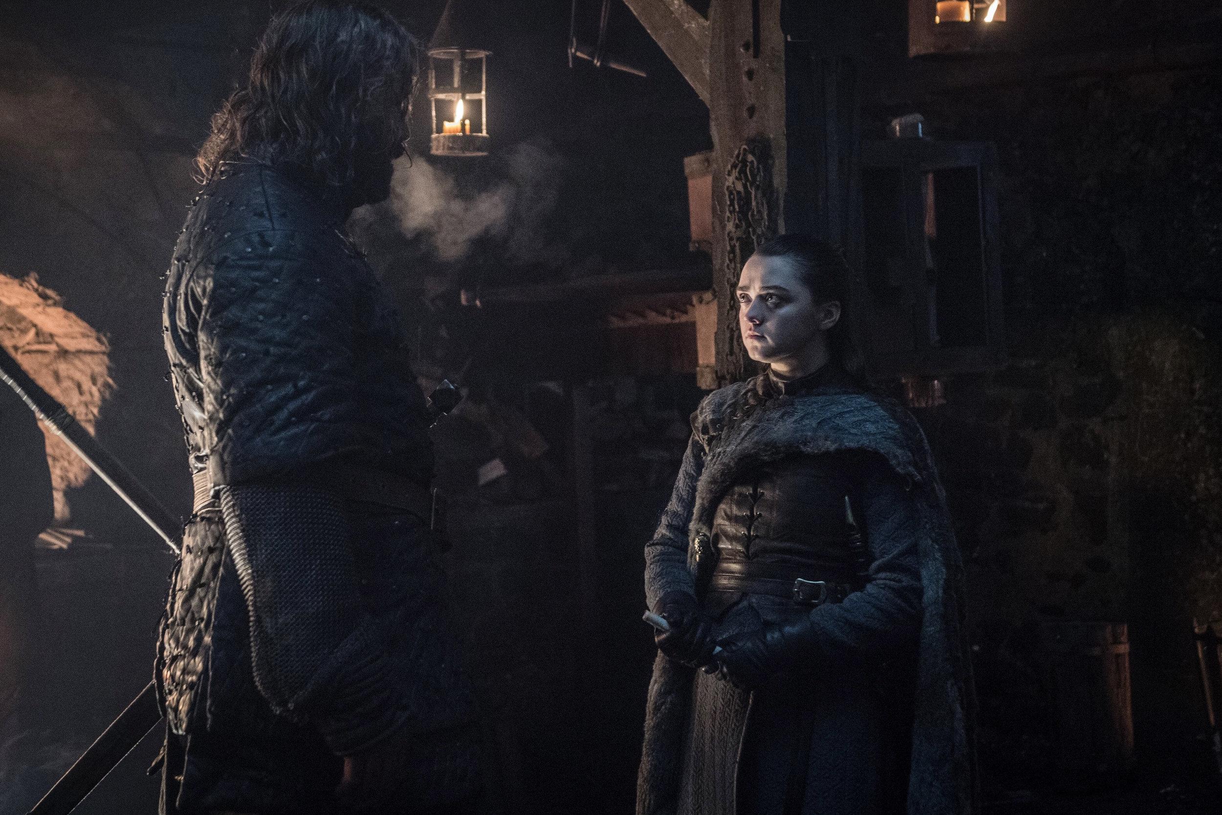 In fondo, un po' tutti speriamo che Arya faccia un'eccezione, rimuovendo il Mastino dalla sua lista nera. Se non altro per il Cleganebowl.