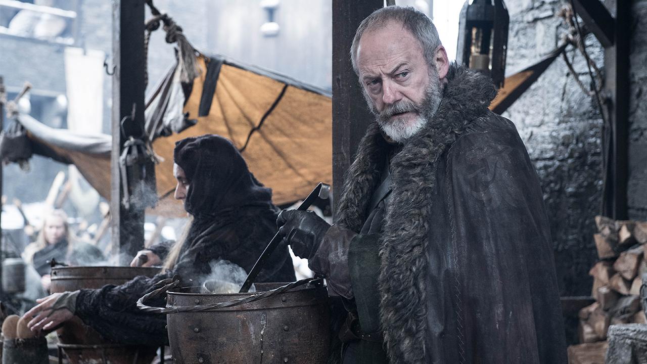 Dopo esserne uscito incolume dalle due più grandi battaglie del Trono di Spade (Blackwater e la Battaglia dei bastardi), ser Davos è diventato un vero e proprio amuleto. Della serie: non c'è due senza tre, o almeno si spera.