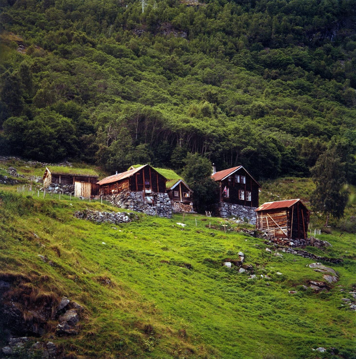 Avdalen Gard-3.jpg