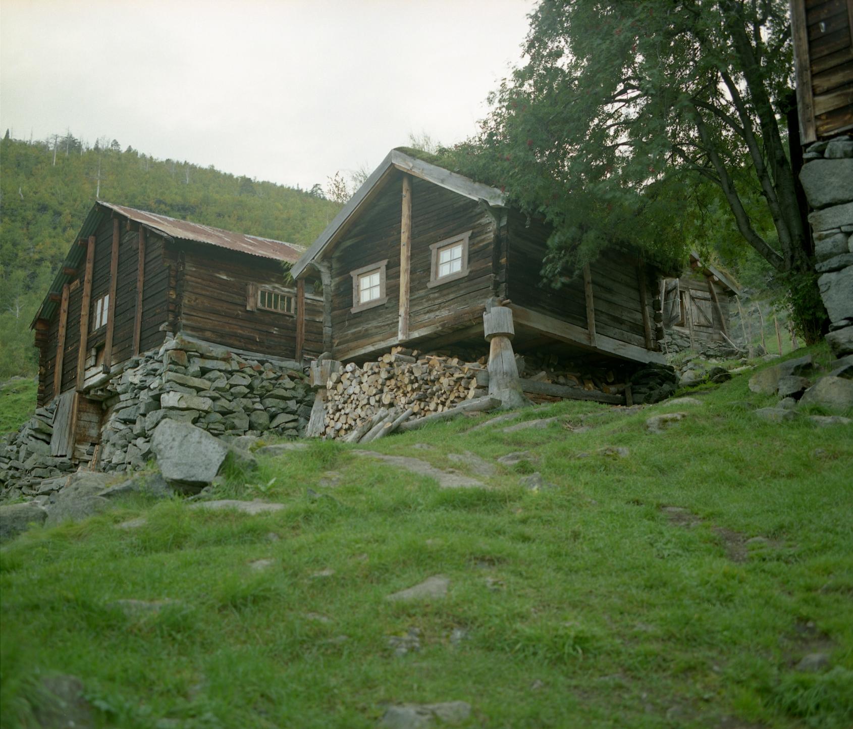 Avdalen Gard-stabbur og fjøs-009.jpg