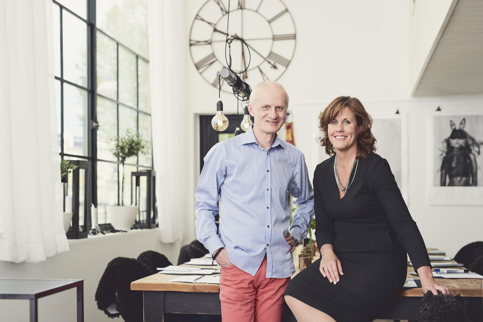 Göran och Malin Avalon Engquist i det fantastiska köket i Studio Sjövillan.
