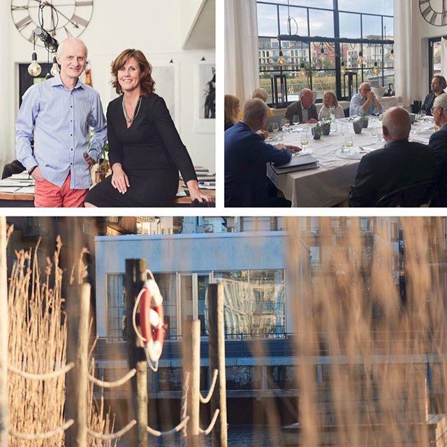"""Troligtvis bästa avslutet på vår verksamhet I Hammarby Sjöstad och Studio Sjövillan. Möte med alla som var med och byggde Hammarby Sjöstad när det begav sig. Politiker, byggmästare och konsulter mfl. En avslutande film och dokumentera historia. Nu stänger vi Studio Sjövillan i Sjöstaden. Så många intressanta hållbara möten!I snart 3,5 år har vi haft ett 10-tal ambassadörer, UD, IOK, ministrar & regeringstjänstemän och ett 50-företag & myndigheter. Vi är omskrivna i """"Sveriges vackraste hem"""" och Expressen Bostad. Stolta! Nu har vi right-sizat alla våra 5 bolag och fokuserar på framtiden – mot nya äventyr! ☀️☀️☀️ #studiosjövillan"""