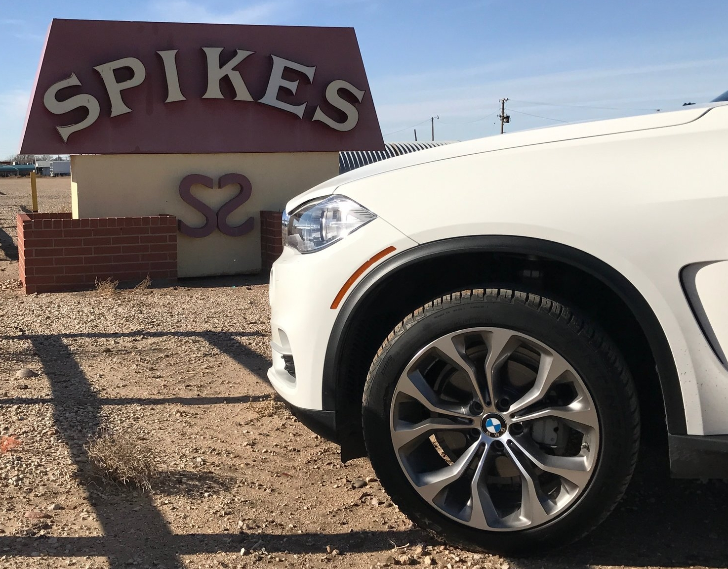 Spikes in Elkhart, Kansas; spikes on the angry wheels of the X5. (Image:  KanonOnCars.com)