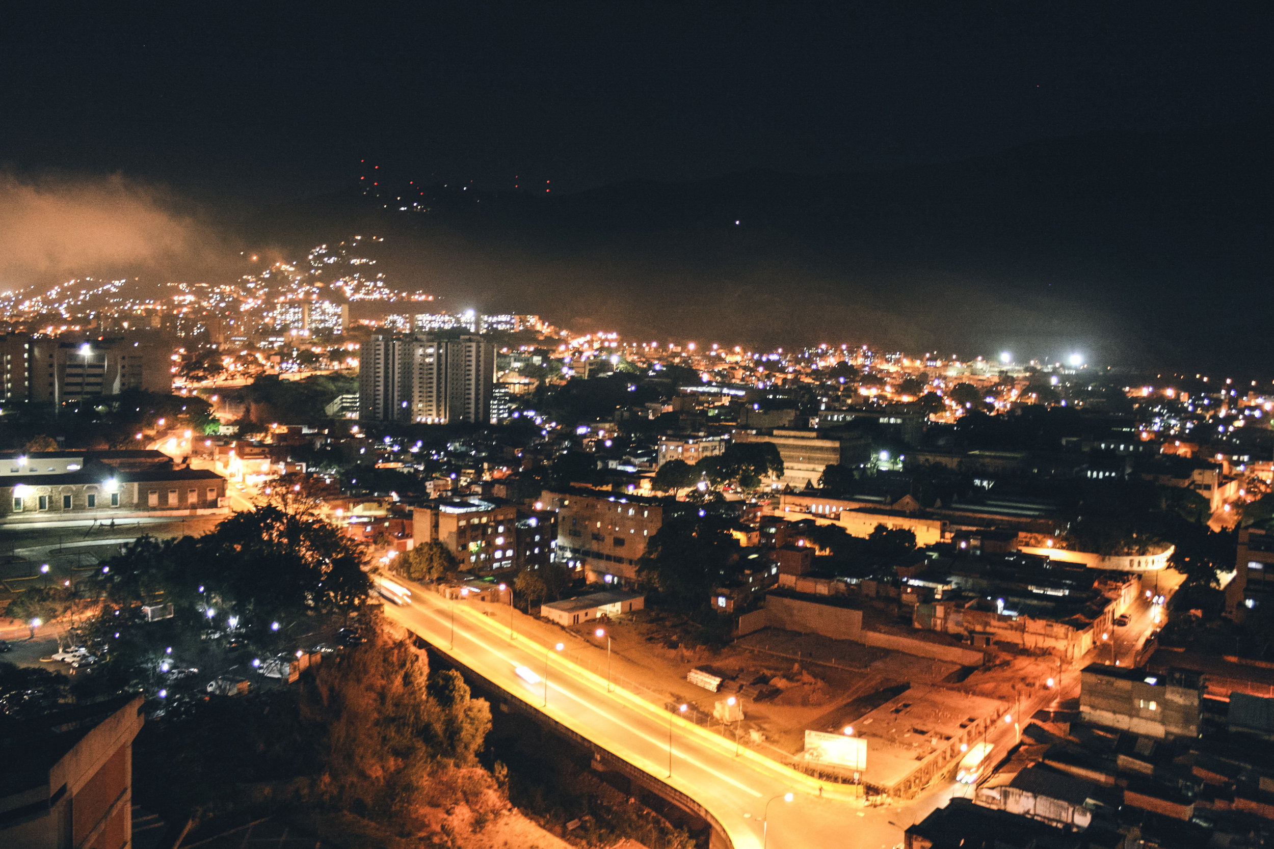 Loureiro_Caracas by Night_30.jpg