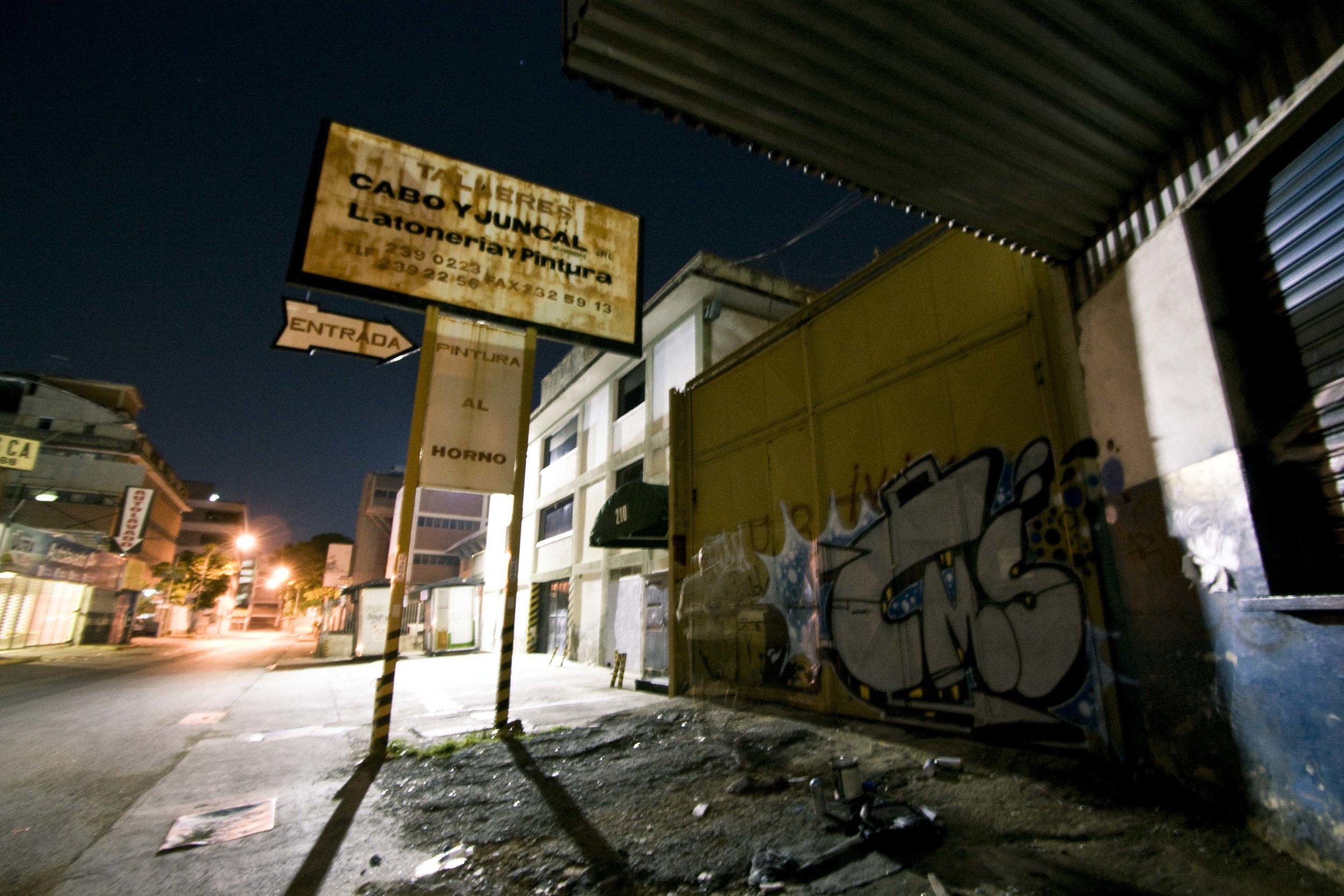 Loureiro_Caracas by Night_09.jpg