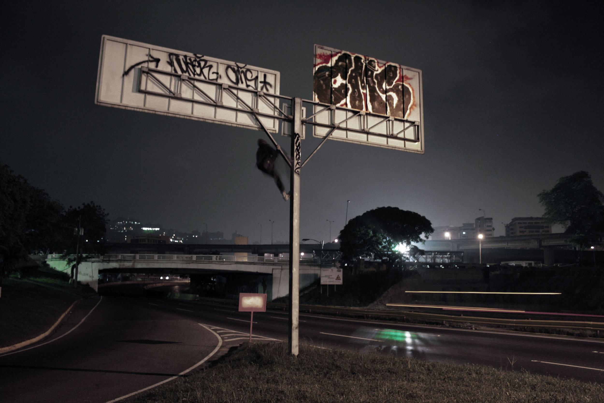 Loureiro_Caracas by Night_13.jpg