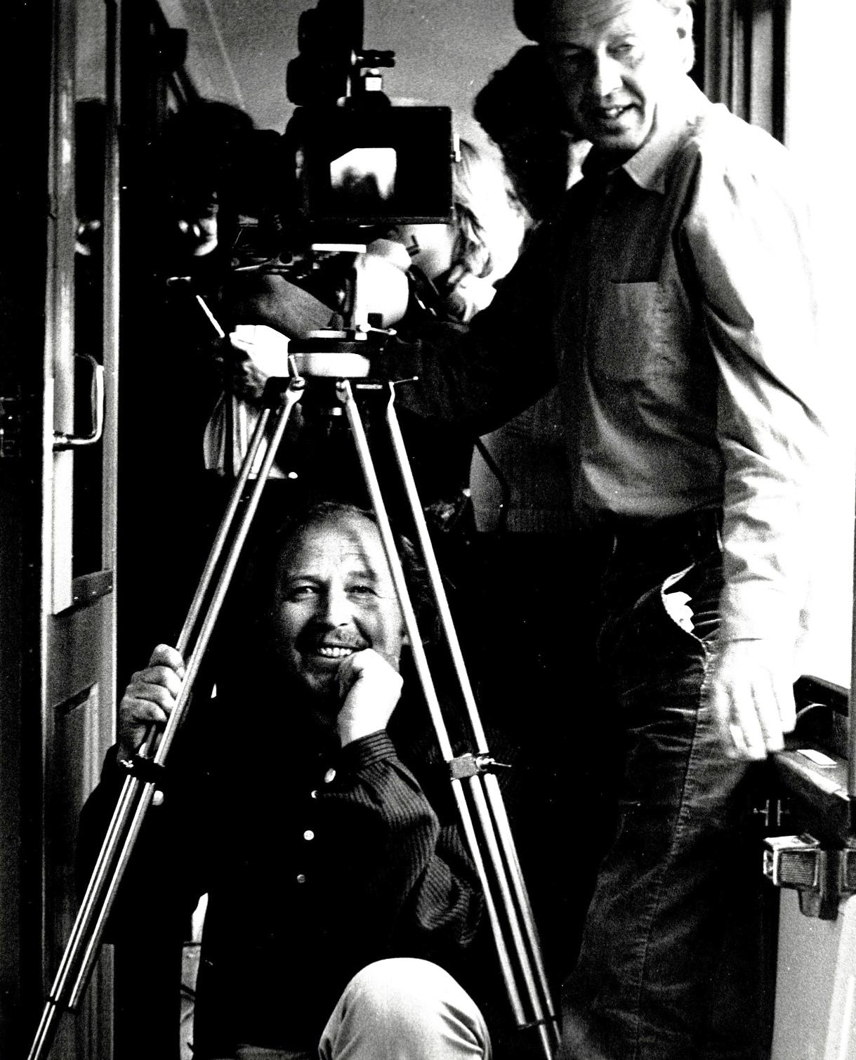 """Knut Andersen til venstre, fra innspillingen av """"Den sommeren jeg fylte 15"""". Foto: Nasjonalbiblioteket"""