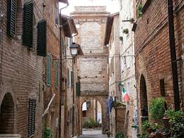 Castelnuovo Berardenga.  The renowned small Tuscan town with its elegant main street and museum is 20 minutes by car from Il Verreno.