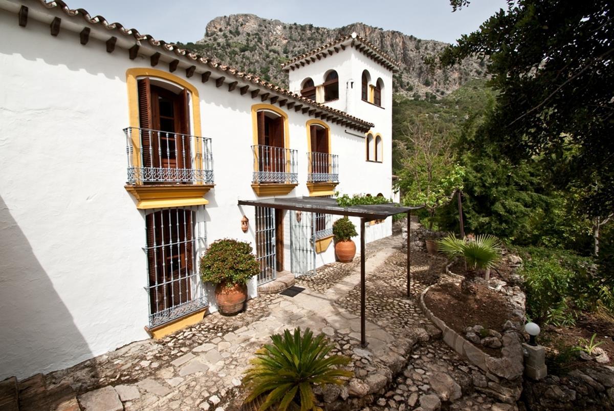 The pretty villa