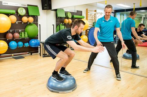 in-der-sportphysiotherapie-werden-sportler-wieder-optimal-vorbereitet-auf-ihr-sport-und-wettkampf.jpg
