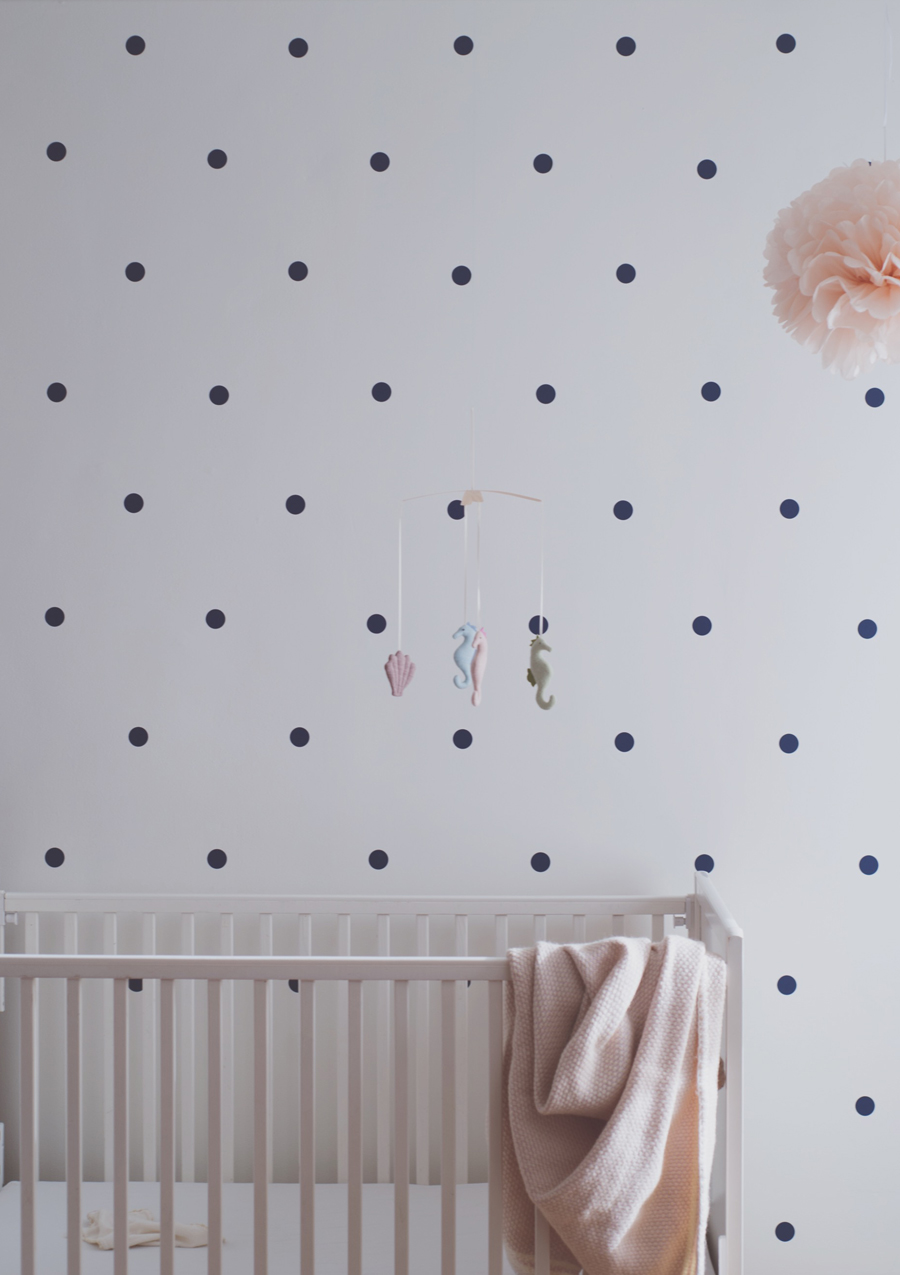 Péa les maisons. A soft tones polka dot nursery for a baby girl who'll dream about sea horses