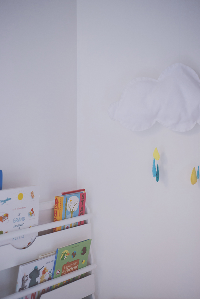 Péa les maisons. Minimalistic decoration in this shared kids bedroom