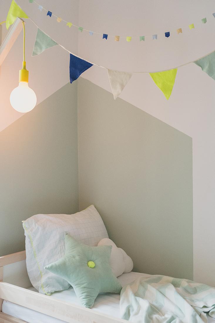 Péa les maisons. Little corner for a toddler boy in a shared bedroom