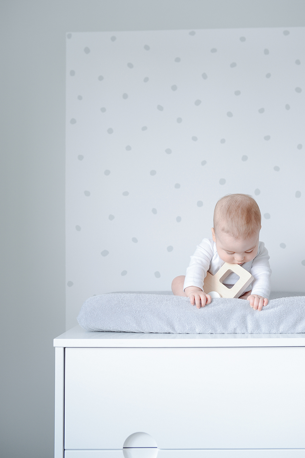 Péa les maisons. Wall stickers to define the changing table area created on top of a dresser