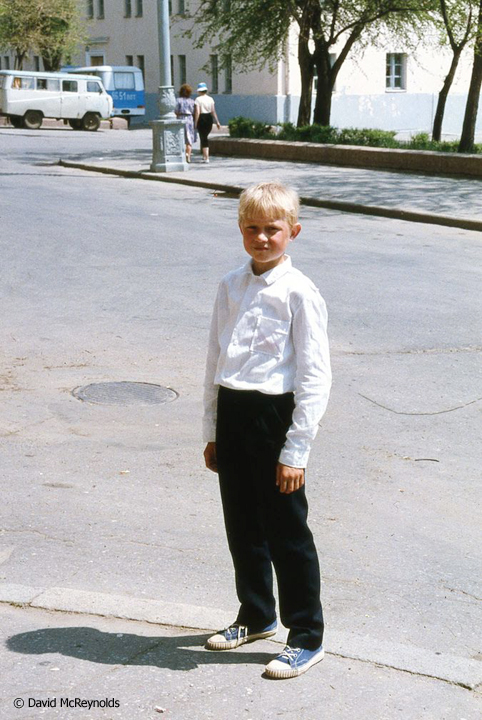 SU1987-boy-in-street_web.jpg