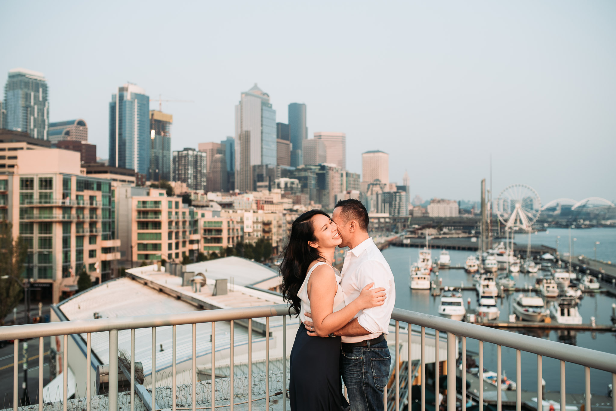 Downtown-Seattle-Washington-Waterfront-Engagement-Photography-0002.jpg