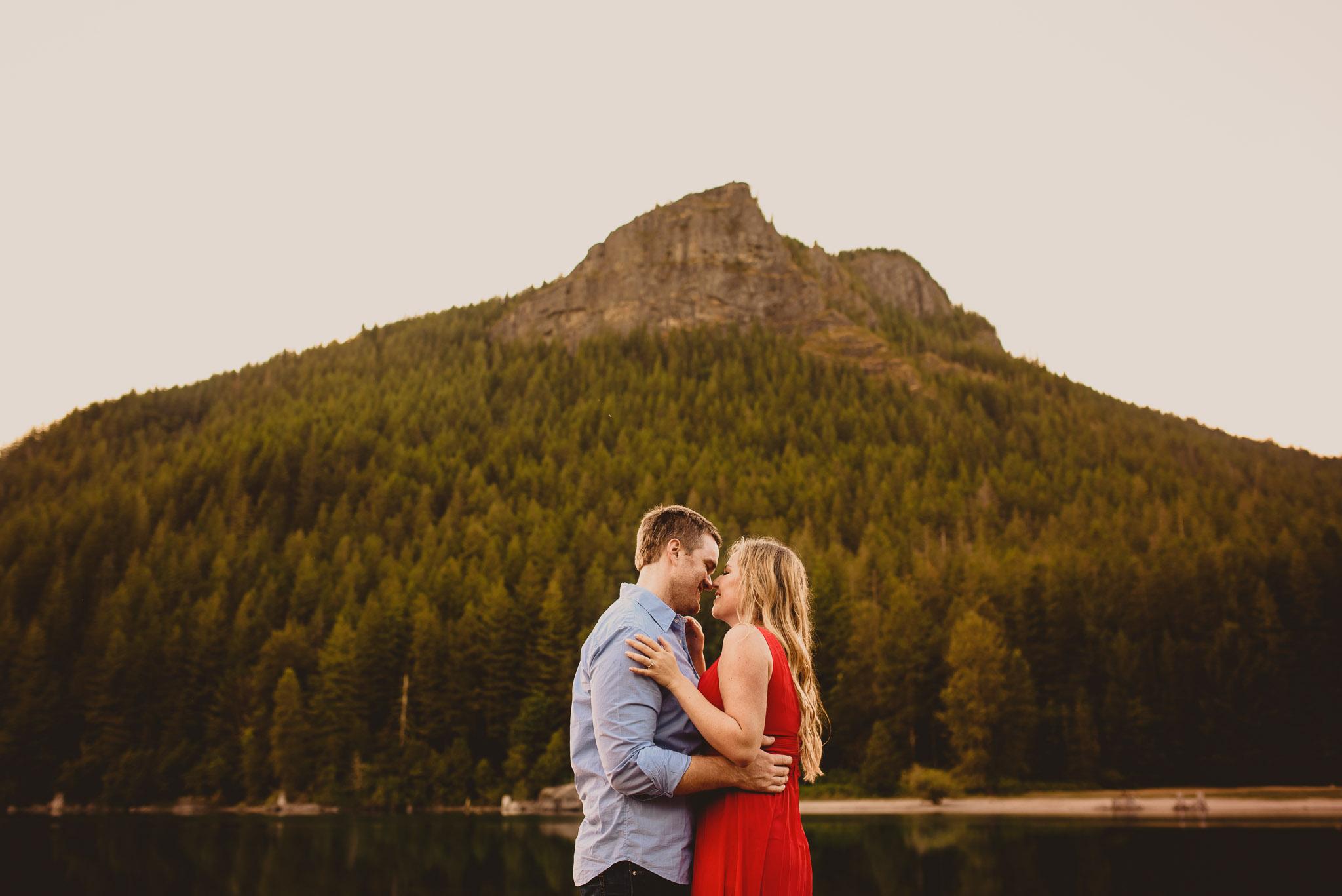 Washington-elopement-photographer-rattlesnake-lake.jpg