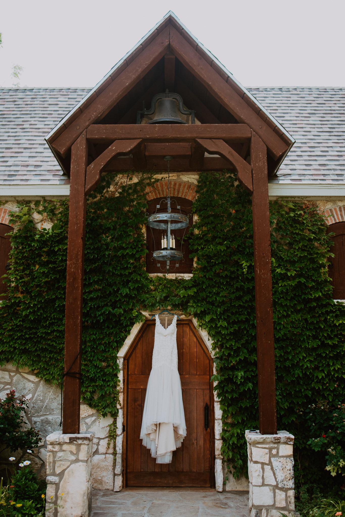 Christoval-vineyard-wedding-heather-justin-0002.jpg