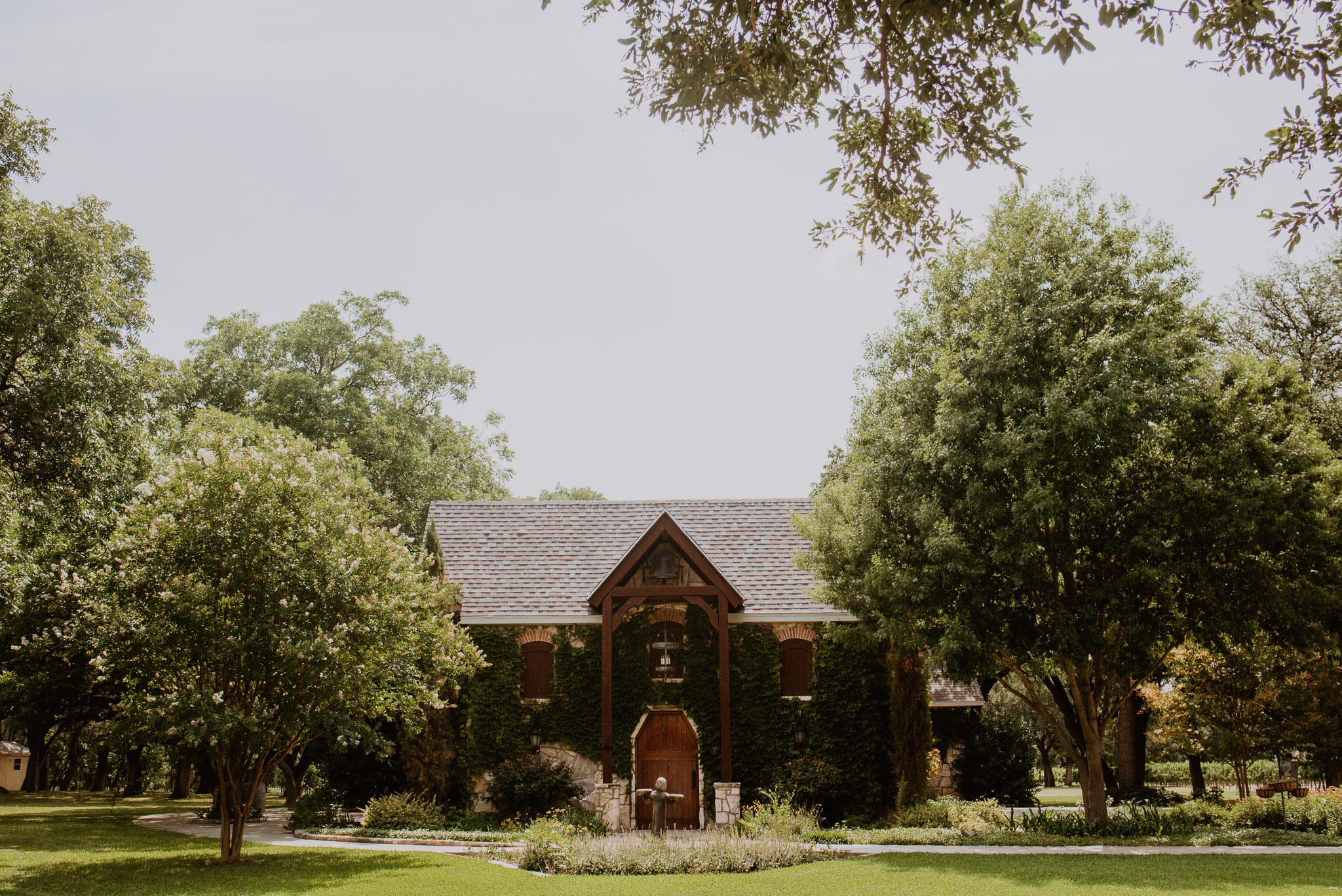 Christoval-vineyard-wedding-heather-justin-0001.jpg