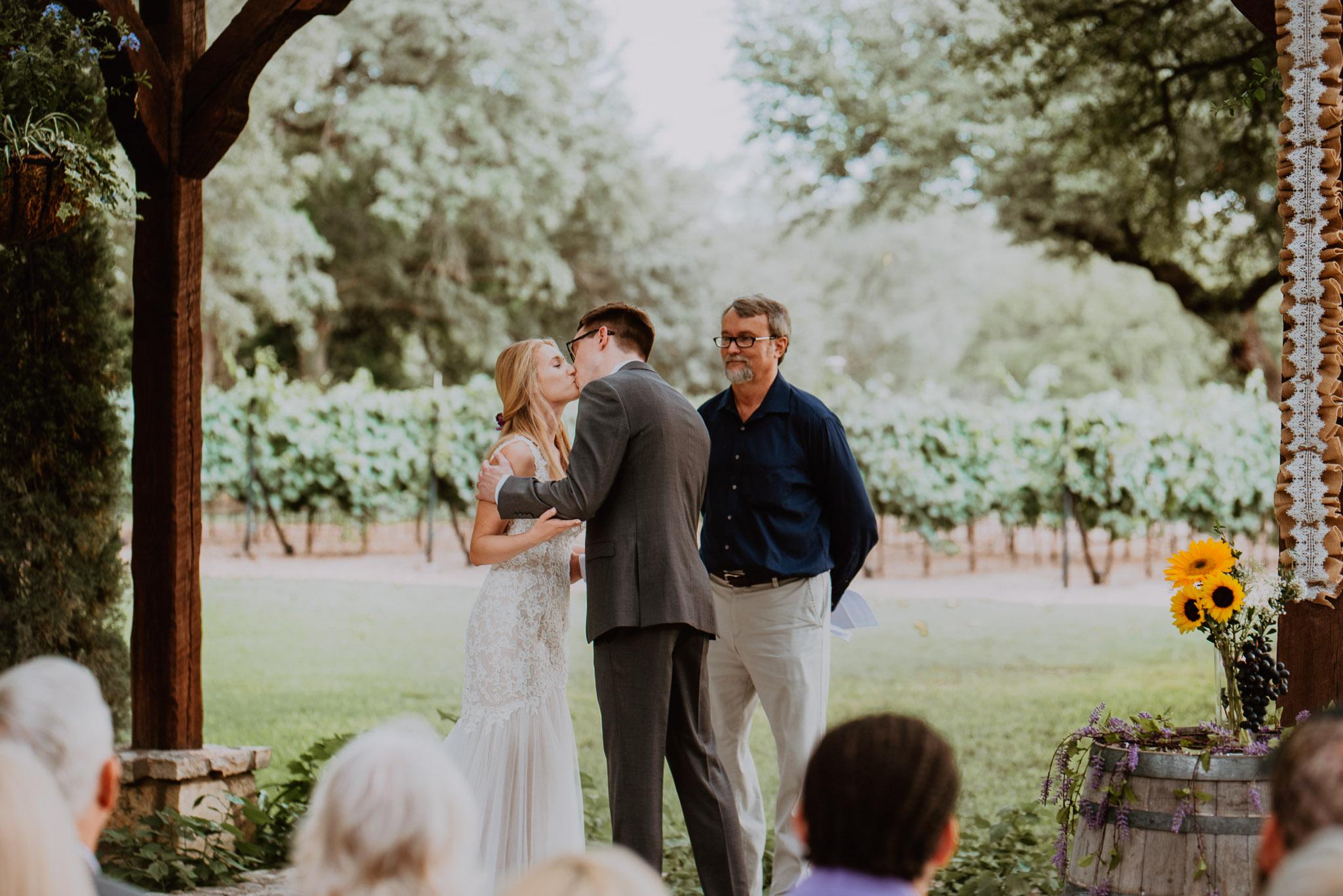 Christoval-vineyard-wedding-heather-justin-0020.jpg