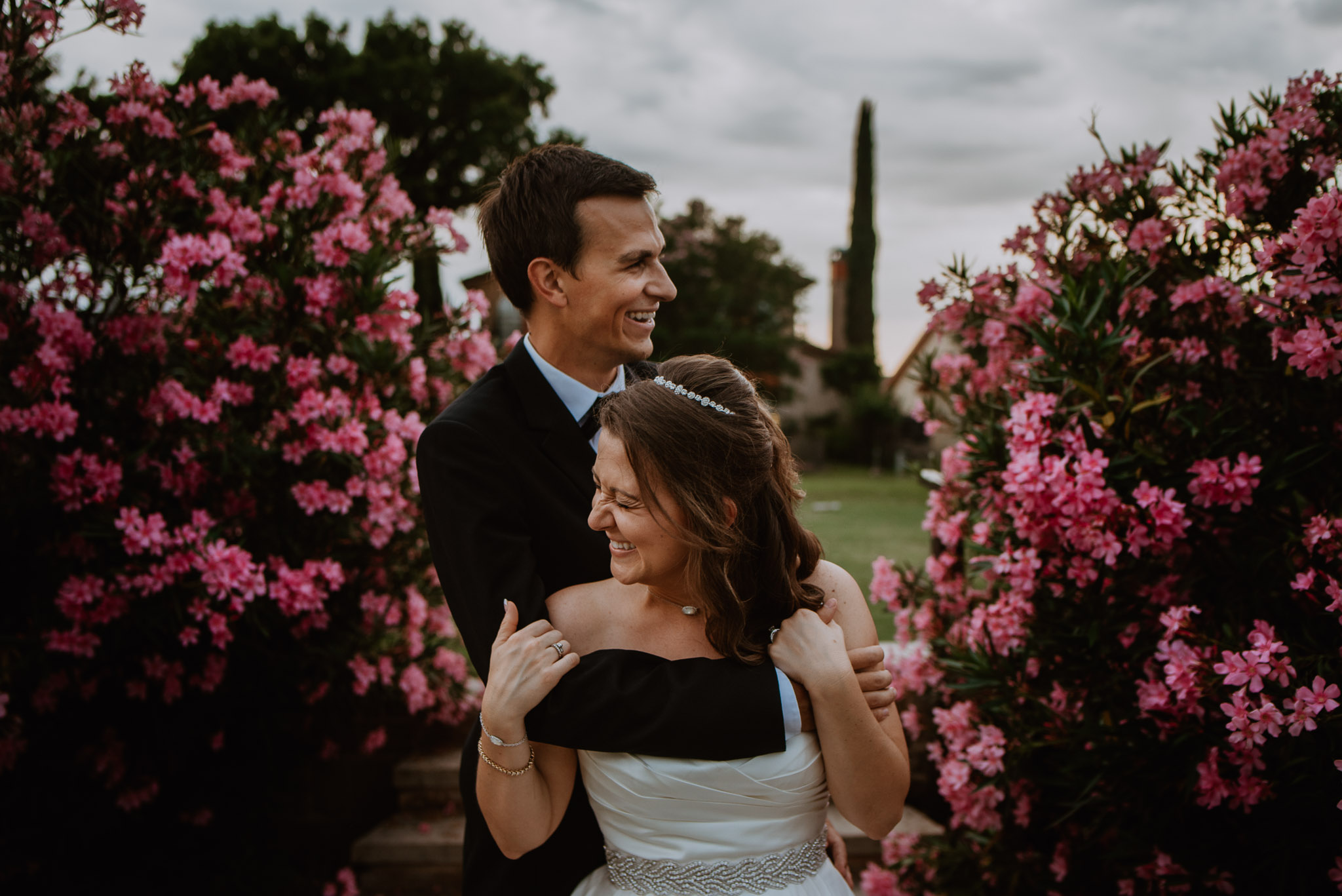STRESS FREE WEDDING - I go over some quick tips and ideas on how to make your wedding day less stressful.