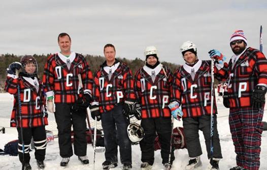 ij team pond hockey