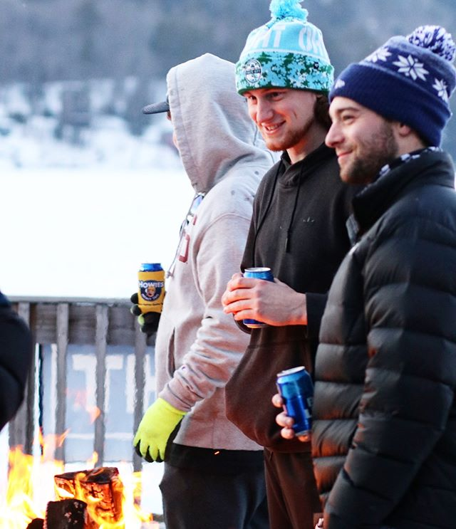🤑$100$🤑 when you use #budlightthelampvt and get a bunch of likes showing how popular you are!!!!! • • • #pondhockey #hockey #frostbitefaceoff #frostbitefaceoff2019 #outdoorhockey #budlight #dillydilly #beer #fire #beerleague #vermont #lakemorey #vermonthockey #boston #bostonbeer #bostonhockey #skate