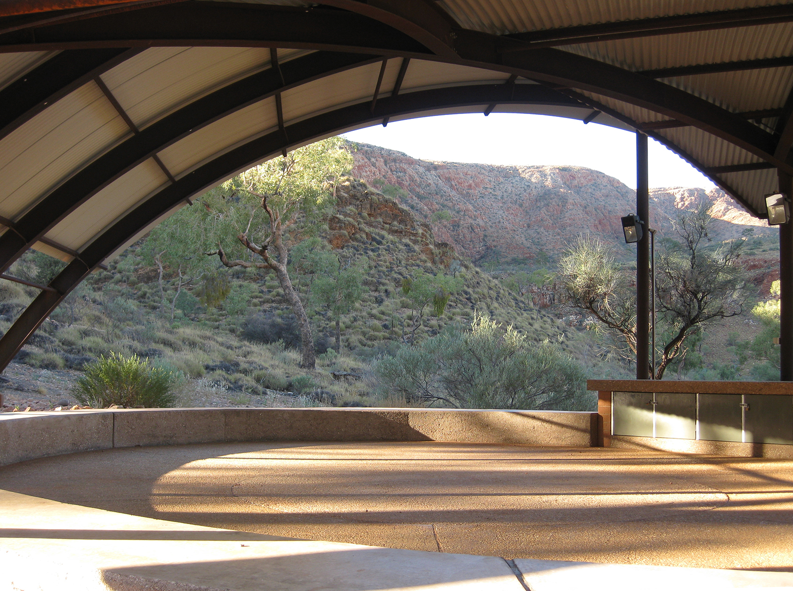 02_Susan Dugdale and Associates_Ormiston shelter and lookout.jpg