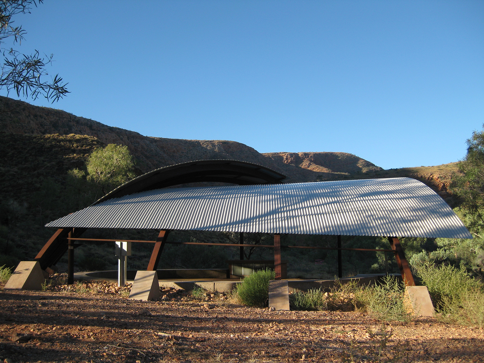 06_Susan Dugdale and Associates_Ormiston shelter and lookout.jpg