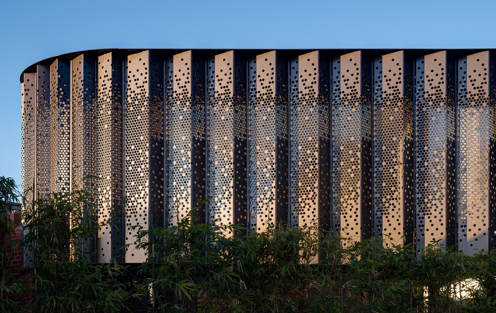 Project Title: Albert Park Curved Pleated Facade by AdeB Architects Image Credits: Jaime Diaz-Berrio