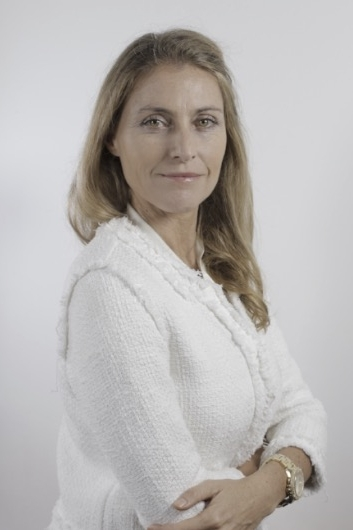 Lisa Ocampo - Lisa es especialista en desarrollo de negocios y financiamiento de empresas. Tiene 15 años de experiencia trabajando con inversores ángeles y fondos de capital emprendedor y empresas en crecimiento. También ha formado parte de en un sinnúmero de proyectos en el área de estrategia, competitividad e innovación para clientes como bancos de desarrollo, organismos multilaterales y gobiernos regionales. Estos encargos la llevaron a involucrarse en misiones alrededor del mundo con foco en América Latina, Europa y la región MENA. Trabajó 9 años en META Group, empresa italiana de asesoría, tecnología e inversión. De 2005 a 2010 fué Directora Ejecutiva de la sede latinoamericana con base en Buenos Aires. Lisa es Lic. en Economía (UNLP) y Magister en Gestión de la Innovación (SSSUP). Actualmente es co-fundadora de la Asociación Marianne, cuyo objetivo es promover vínculos entre Francia y Argentina mediante mujeres emprendedoras en los negocios, las ciencias, las artes y la cultura.