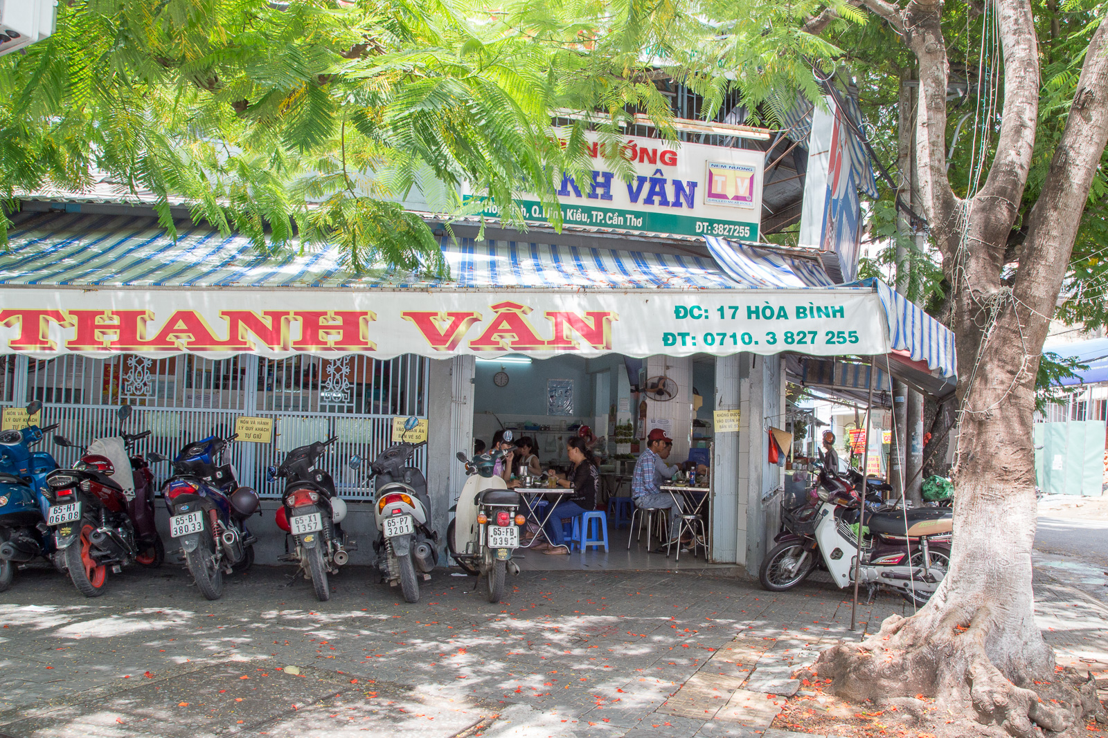 Just drive on up and the porter will take care of your scooter at Thanh Van.
