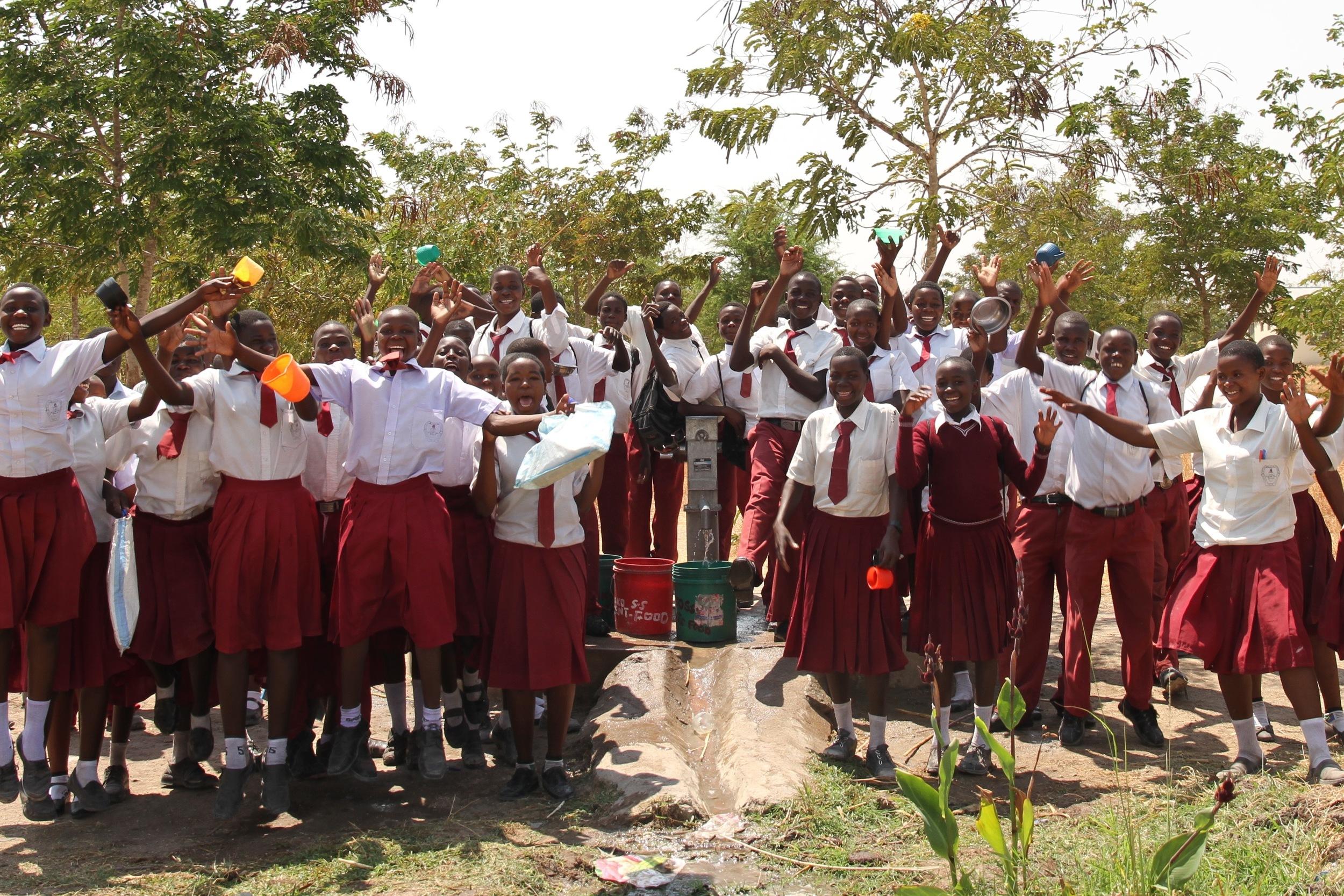 Mwaniko kids at well #1.jpg