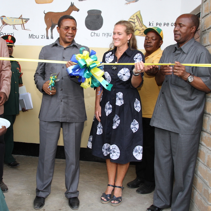 Dr. Jakaya Mrisho Kikwete, former president of Tanzania, inaugurating Ntulya Primary School with ASH founder, Dr. Aimee Bessire.