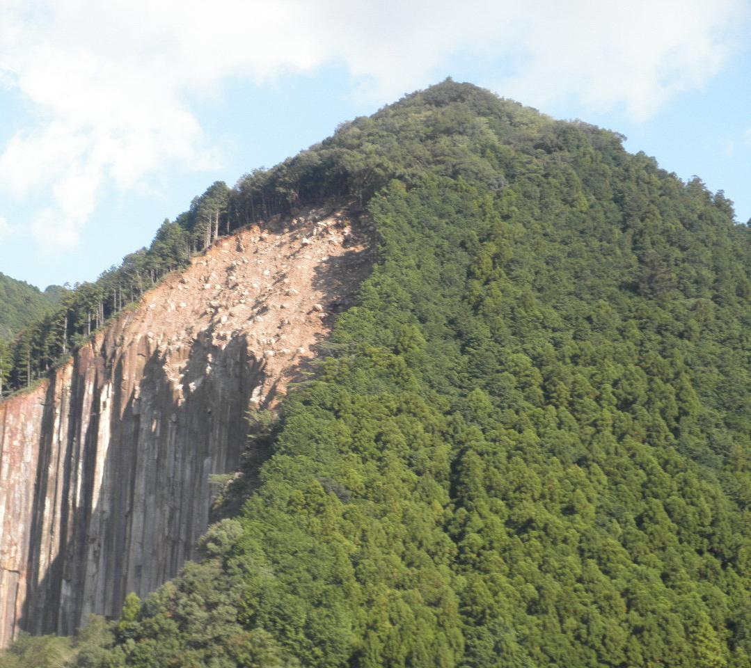 Huge 2011 forest landslide near Sehara, Kihō in Japan. Image courtesy of MTI.