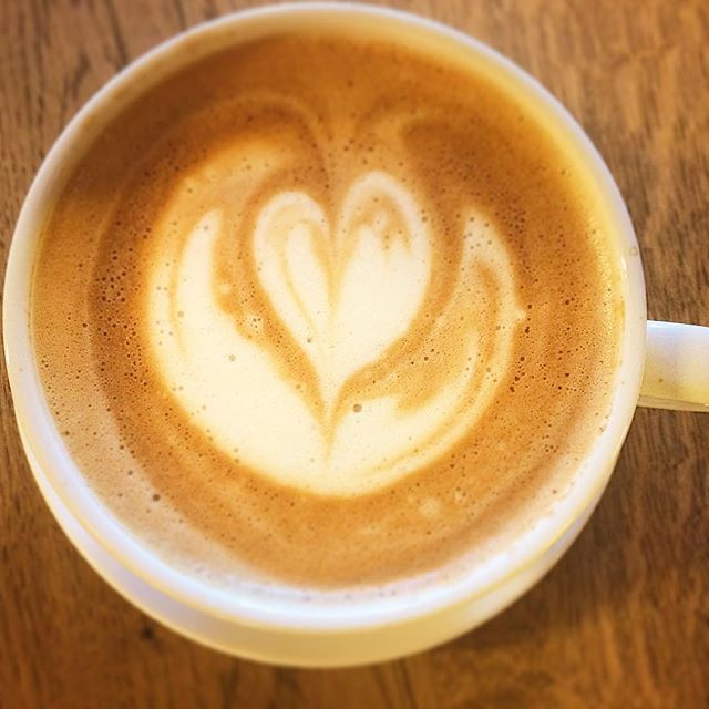 One cup of barista celebration of early morning. Rise and shine ✨  #oatlatte #oslo #morningroutine #oslocoffee #vulkan #happymorning #getcaffeinated #timetorockandroll #baristalife #besttimeofday #oslove❤️
