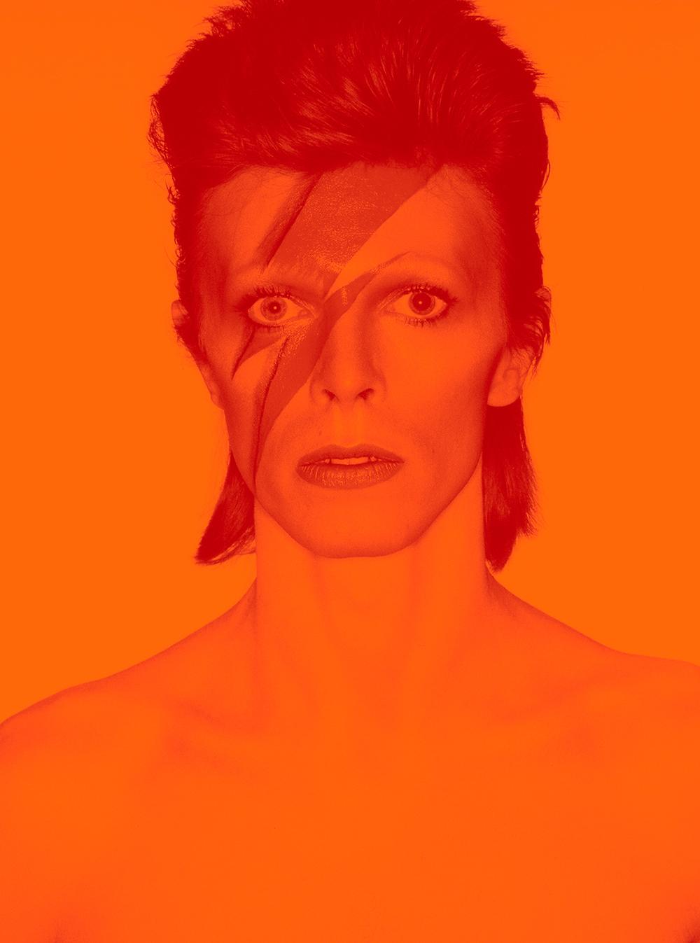 7ème jour - Avant de prendre l'avion, le soir-même, allons visiter le Brooklyn Museum, qui accueille l'exposition «Radical Women: Latin American Art, 1960–1985 » et surtout «David Bowie is », après ses passages triomphaux à Londres puis à Paris, qui retrace sa vie,de son enfance en Angleterre aux derniers années à New York. Elle regorge d'environ quatre cents objets ayant appartenu à l'artiste, comme ses costumes de scène, ses manuscrits raturés de ses chansons célèbres, ses photographies et des vidéos rares…