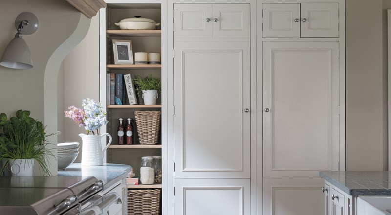 Neptune Chichester Range – Freestanding wall unit crafted in birch wood with shelves, granite surfaces and Aga oven