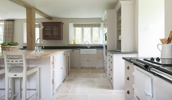 Neptune Suffolk Range – Beautiful kitchen with granite tiles, open plan with wall units and central island, Aga oven