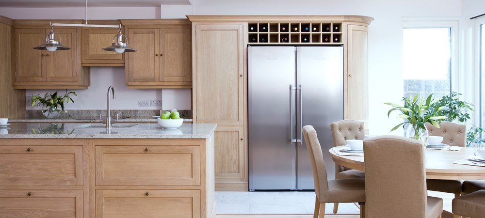 Neptune Henley Range – Freestanding solid oak kitchen with curved unit and large fridge and wine rack