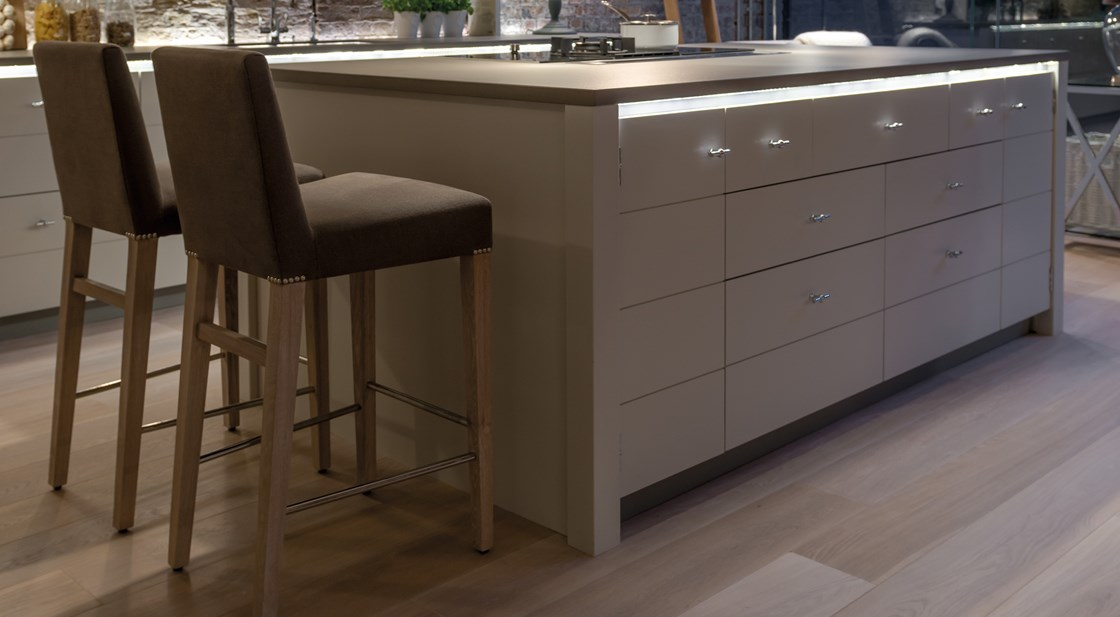 Neptune Limehouse Range – Beautiful handcrafted breakfast bar with lighting features and comfy stools