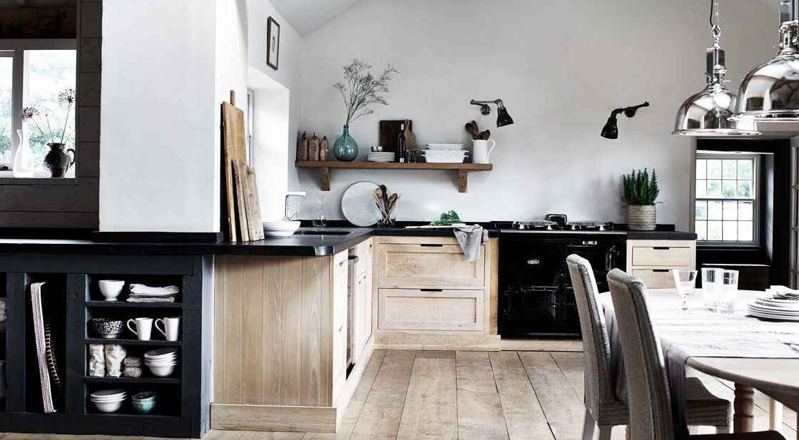 NEPTUNE Henley RANGE – Luxurious Neptune kitchen style handcrafted in solid oak with curved cabinets and tactile finish